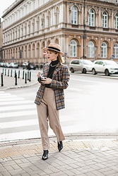 Ani Łatyńska - H&M Palazzo Pants, Silky Mood Checked Blazer, Asos Boots - Check it out