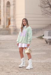 Claudia Villanueva - Bershka Sweatshirt, Zara Shirt, Zara Bag, Yellow Shop Boots - When I wear pastel tones