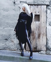 Anne-Cécile Van Doren - Asos Obi Belt, Virgin Blak Draped Cardigan, Asos Chelsea Boots - Dark Jedi in the streets...