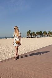Ewa Michalik - Mesou Bag, Saint Body Dress, Glamoursy Sandals, Blogshop Sunglasses - Kite Beach Dubaj