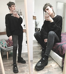 ♡Nelly Kitty♡ - Pull & Bear Black Sweater With Metal Rings, Buffalo Black Platform Sneakers - OOTD#83