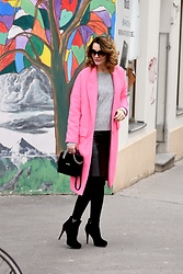 Butterfly Petty -  - Pink coat