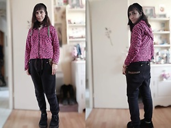 Lulu Longstocking - Second Hand Pink Leo Hoodie, Baggy Pants, Thrifted Platforms - Goth
