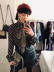 Weronika Bukowczan - Zara Green Faux Leather Mini Pleated Skirt, 70s Style Vintage Silk Striped Shirt, Snake Print Small Shoulder Bag, Snake Print Sheer Scarf, Pearl Statement Earrings, New Look Wool Beret - Mixing patterns