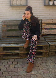 Laura ☽ Walker - Bershka Flared Pants Floral, H&M Lace Up Hoodie, Minnetonka Moccasins - Winter's end