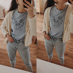 Karolina G. - New Look Pale Blue Floral Drawn Slogan T Shir, Topshop Women's Raw Hem Straight Leg Jeans, & Other Stories Oversized Rib Knit Cardigan - #stayhome