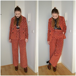 Mucha Lucha - New Look T Shirt, Monki Blazer, Monki Trousers, Mango Loafers - '70s vibes in a suit