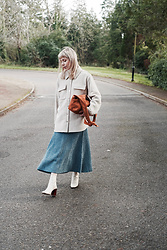 Daniella Robins -  - Look Of The Day: Blue & Beige