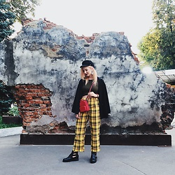 Vlada Kozachyshche - Zaful Pants, Topshop Crop Shirt, Stradivarius Blazer, H&M Earrings, Stradivarius Cap, Miniso Crossbody Backpack, Sinsay Boots - Trying to look Brit