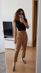 Carmen Schubert - Zara Brown Pants, Zara Black Top, H&M Loafer - Casual Chic
