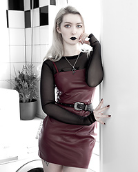 Joan Wolfie - Femme Luxe Dress, Haus Of The Dead Necklace - DARK GRUNGE // Joan Wolfie