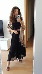 Carmen Schubert - Scarf, Zara Black Plissé Trousers, Zara Brown Sandals - Boho Picnic