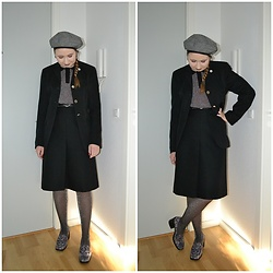 Mucha Lucha - H&M Beret, Second Hand Blouse, Second Hand Blazer, Second Hand Skirt, H&M Tights, Asos Loafers - Black skirt suit