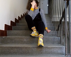 Hypersensitive M. - Thrifted Corduroy Overall, Thrifted Striped Sweatshirt, Thrifted New Balance, Happy Socks Yellow Submarine - Banana split