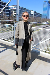 Anna Borisovna - Vintage Coat, Massimo Dutti Belt, Arket Skirt - The Linen Coat