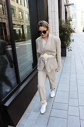Anna Borisovna - Vintage Blazer, H&M Pants, Superga Shoes, Céline Sunglasses - The Linen Blazer