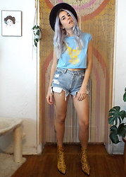 Christine Bourie - Total Recall Vintage 80s Harley Davidson Baby Blue Eagle Cropped Muscle Tee, Intentionally Blank Snake Print Boots - Home Sweet Home