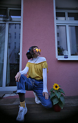 Gina Vadana - H&M Sneakers, Levi's® Jeans - You're my sunflower