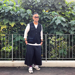 Mannix Lo - Online Shop Hunting Vest, Uniqlo Waffle Tee, Yohji Yamamoto Wide Pants, New Balance 997h Sneakers - Limit ur expectations, the world is full of disappointments