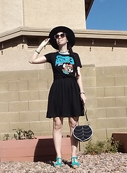 Saguaro Style - Super Mario 3 T Shirt, Lbd, Leafling Bags Leaf Crossbody, Sven Clogs Diamond Sandal In Turquoise - 04.17.20