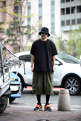 INWON LEE - Byther Black Knit Pretzel Pattern Bucket Hat, Byther Ripped Hem Neon Washed Short Sleeve Shirt, Byther Cargo Pockets Balloon Wide Shorts - Breathable Cotton Bucket Hat