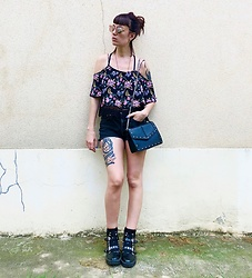 ♡Nelly Kitty♡ - H&M Off Shoulders Floral Crop Top, Levi's® Vintage Black Denim Shorts, Asos Spiked Combat Boots, Pimkie Faux Leather Hand Bag - OOTD#86