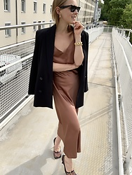 Anna Borisovna - Other Stories Blazer, Inwear Dress, Bottega Veneta Shoes, Céline Sunglasses - The Dress Part 2