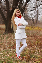 Diana Malli ஐ - Vero Moda White Coat, Zara White Jeans - White outfit in a picturesque autumn forest