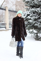 Diana Malli ஐ - Gloria Jeans Mint Hat, New Yorker Grey Bag - Winter casual look with mint accent