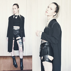 Kadri S - Sille Randviir Jacket, Punk Rave Shorts - Shreds///
