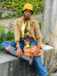 PAMELA - Zara Bucket Hat, River Island Denim Bermuda Shorts - 70's Rainy Day look