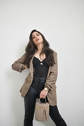 Jelena Dimić - Shein Blazer, Cosmic Chains Zodiac Necklace, Golden Point Bodysuit, Esmara Faux Leather Leggings, Rosefield The Boxy Watch, Mohito Bucket Bag - Sultry business chic