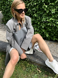 Anna Borisovna - Arket Blazer, Radu Baias Bag, Arket Sneaker, Mango Sunglasses, H&M Earrings - The Leather Bag