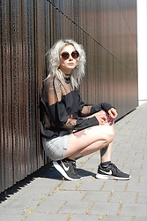Kelly Doll - The Ragged Priest Fishnet Shirt, Nike Black Sneakers - Black wall look
