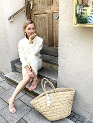 Anna Borisovna - Legére Sweater, Legére Skirt, Arket Bag, Billi Bi Sandals - The White Knit Suit  www.annaborisovna.de