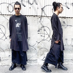 @KiD - Joy Division Stardust, Monochrome Kimono Cardigan, Monochrome Hakama Pants, Dr. Martens Unknown Pleasures, Typhoon Mart Sunglasses - JapaneseTrash560