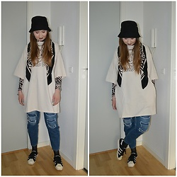 Mucha Lucha - H&M Bucket Hat, H&M Scarf, H&M T Shirt Dress, H&M Roll Neck Top, Topshop Jeans, Adidas Sneakers - Neutral, but not boring