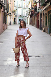 Claudia Villanueva - Bershka T Shirt, Compañía Fantástica Pants, Local Market Bag, Yesstyle Sandals - First day out of the house