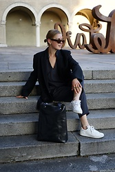 Anna Borisovna - Other Stories Blazer, Massimo Dutti Sneaker, Radu Baias Bag, Massimo Dutti Shirt - The Black Blazer