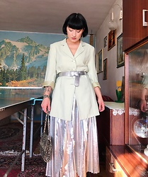 Weronika Bukowczan - Marks & Spencer Silver Metallic Pleated Midi Skirt, Vintage Pale Like Long Blazer, Primark Silver Belt, Snake Print Bag - IG: @vintageshadeson