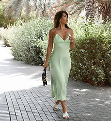 Kaya Peters -  - Silky Green Dress