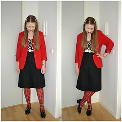 Mucha Lucha - Second Hand Blazer, Bershka Top, H&M Belt, Second Hand Skirt, Monki Tights, Second Hand Loafers - Black skirt and red tartan tights