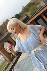 Reena Ceschia -  - Roses are pink, my dress is blue!