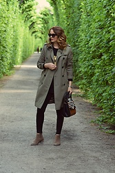 Butterfly Petty - Burberry Trench, Guess Bag - Green scenery