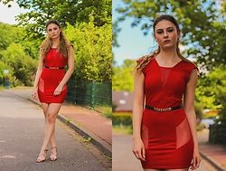Jenny - Femme Luxe Dress, Primark Belt, Tamaris Shoes - LADY IN RED