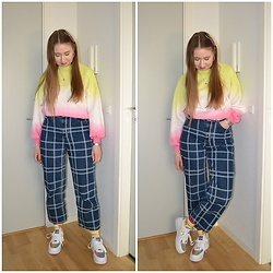 Mucha Lucha - H&M Sweatshirt, Monki Jeans, Nike Sneakers - Rainbows and neon