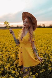 Katarzyna KOKA Konderak - Na Kd Dress - Yellow dress x Na-kd