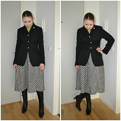Mucha Lucha - Second Hand Roll Neck Top, Second Hand Blazer, H&M Skirt, Second Hand Boots - Post horseback riding vibes