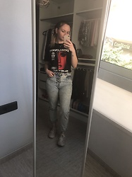 Mary Zhuk - Demi Lovato Merch Tshirt, Pull & Bear Mom Jeans, Primark Shoes - Tell me you love me
