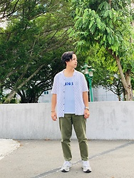 Yu-cheng Chen - Zara Hawaii Shirts, Cop 軍綠錐形褲, New Balance 990 V.5 - Search needs in LOVE
